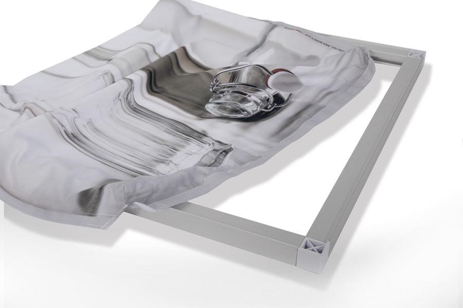 Textilleinwand mit rückseitigem Klett